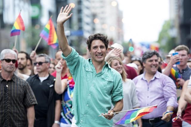 Justin Trudeau au défilé de la fierté gaie... (PHOTO GRAHAM HUGUES, archives La Presse Canadienne)