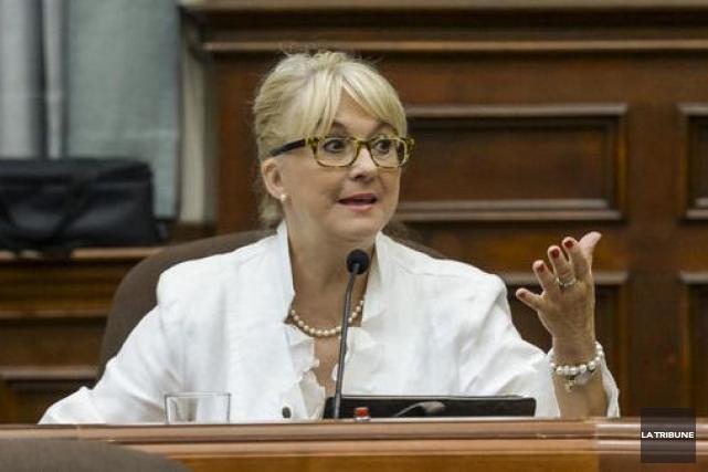 Diane Bélisle, conseillère municipale, souhaite des communication neutres... (Archives La Tribune, Frédéric Côté)