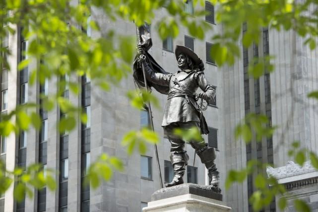 Une statue de Paul de Chomedey de Maisonnneuve,... (La Presse canadienne)