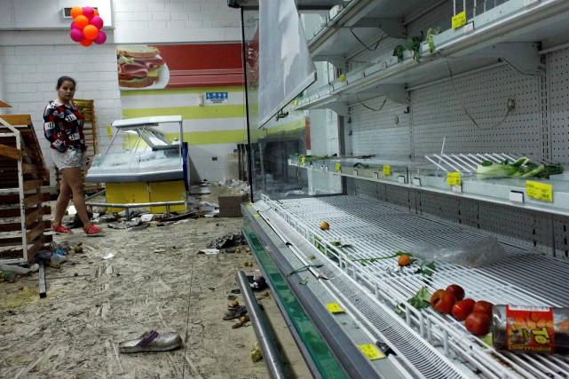 Dans la nuit de mardi et mercredi, des... (Photo Carlos Eduardo Ramirez, REUTERS)