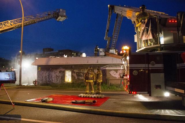 Un début d'incendie s'est déclaré aux environs de 20h30 mercredi dans un... (Spectre média, Marie-Lou Béland)