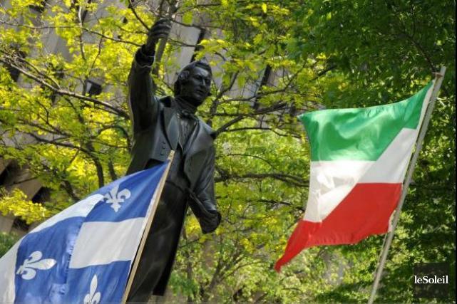 Le drapeau du Québec et celui des Patriotes... (Photothèque Le Soleil)