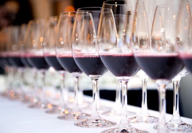 Pas toujours évident de causer vin. Connaître les... (Photo 123RF)