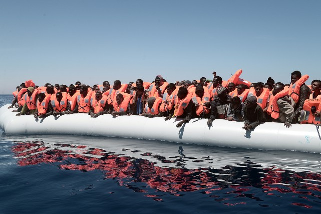 Sur les 2900 migrants secourus jeudi, 2300 d'entre... (Photo Kenny Karpov/SOS Mediteranee, REUTERS)