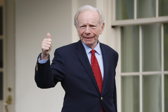 Joe Lieberman a visité la Maison-Blanche mercredi.... (PHOTO AP)