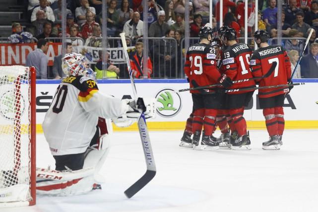 Le Canada a dû ignorer une foule bruyante et freiner une formation gonflée à... (PHOTO REUTERS)