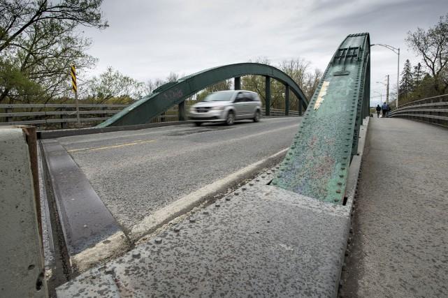 La fermeture du pont peut entraîner un détour... (Spectre média, Jessica Garneau)