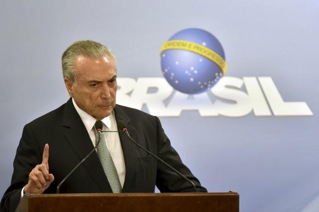 Visé par de graves accusations de corruption, le... (AP, Ricardo Botelho)