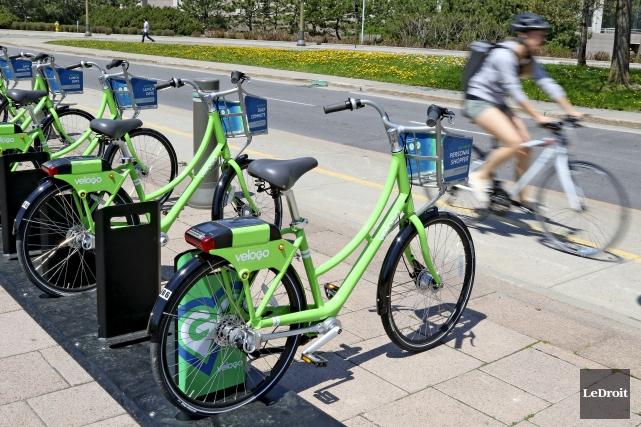 Les stations de vélos libre-service sont plutôt rares... (Patrick Woodbury, Le Droit)