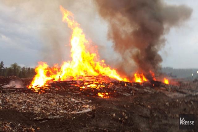 L'incendie au site Vallières à La Tuque.... (Courtoisie)