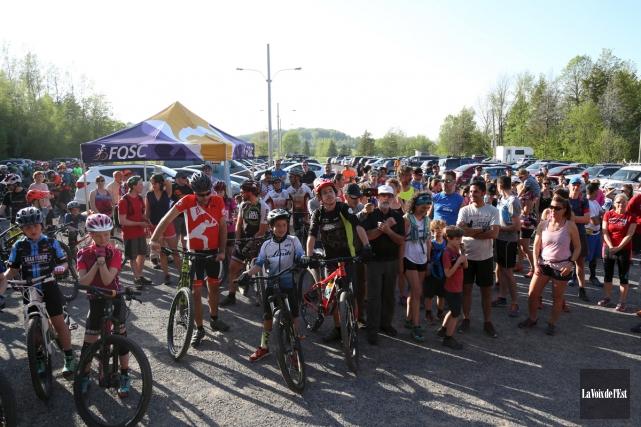 Environ 200personnes ont pris part à la première... (Julie Catudal, La Voix de l'Est)