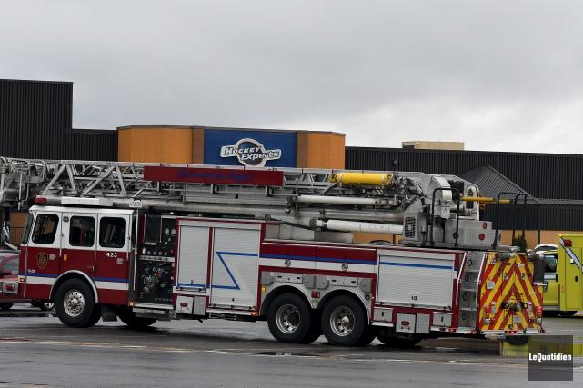 Policiers, ambulanciers et pompiers ont été dépêchés sur... (Le Quotidien, Rocket Lavoie)