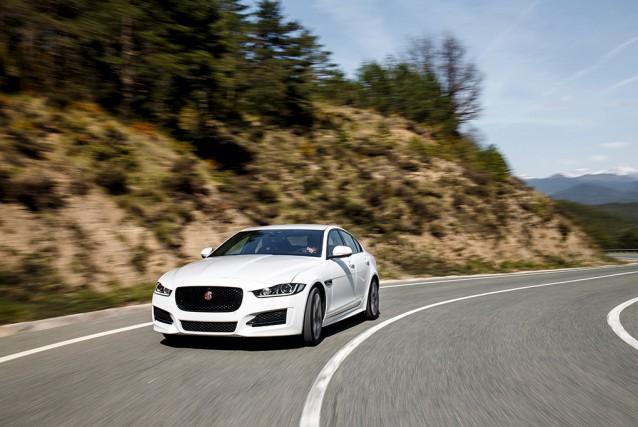 Jaguar XE... (Photo fournie par le fabricant)