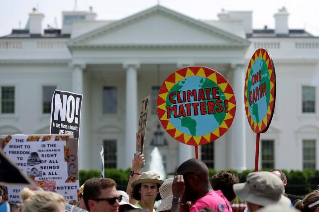 Des manifestants ont pris part à une marche... (Photo Joshua Roberts, archives REUTERS)