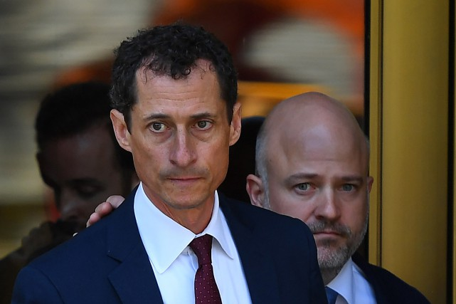 Anthony Weiner à sa sortie du tribunal... (AFP, Timothy A. Clary)