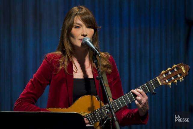 Carla Bruni lors d'un spectacle à Montréal en... (Photo André Pichette, archives La Presse)