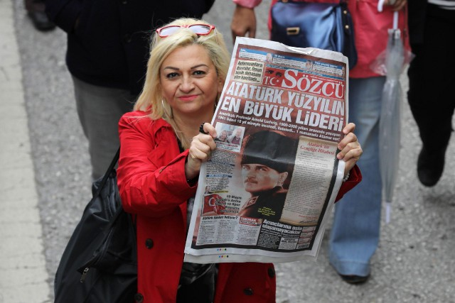 Sozcu, dont le nom signifie «porte-parole», très critique... (PHOTO AFP)