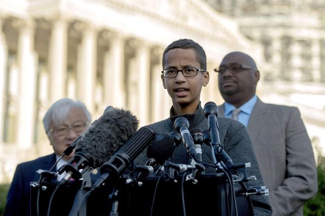 L'histoire d'Ahmed Mohamed, qui aimait bricoler des circuits... (ARCHIVES AFP)