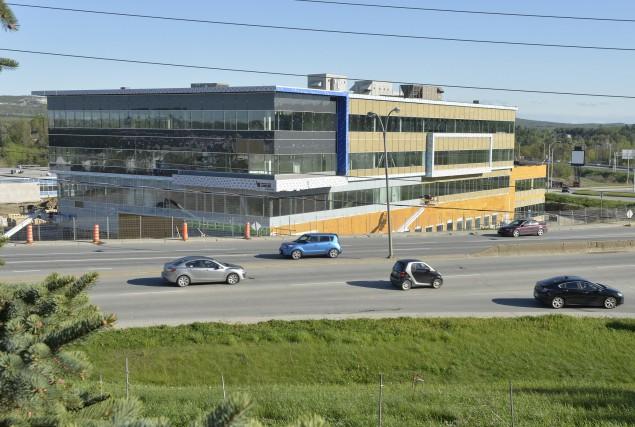 Le Complexe Santé de la rue King Ouest... (Spectre Média, Maxime Picard)