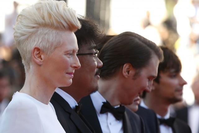 Tilda Swinton, le réalisateur Bong Joon-Ho et l'acteur... (AP, Alastair Grant)