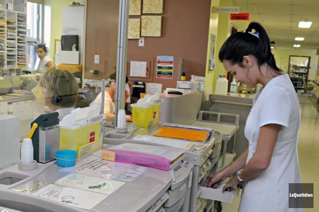 Une infirmière au travail... (Archives Le Quotidien)