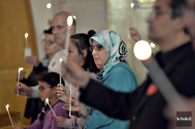 Chrétiens et musulmans étaient réunis vendredi soir à... (Le Soleil, Pascal Ratthé)