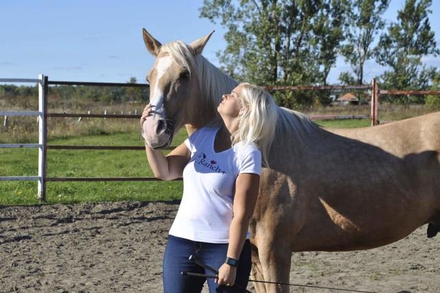 La rencontre entre Mélany Houle et son cheval... (Photo courtoisie)