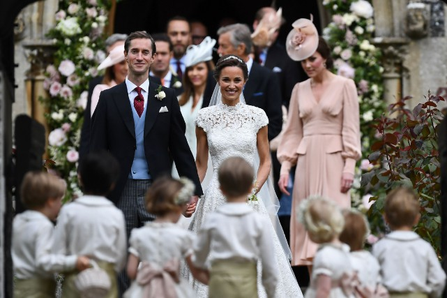 Sur la photo, Pippa Middleton et son mari... (PHOTO Justin TALLIS, AFP)