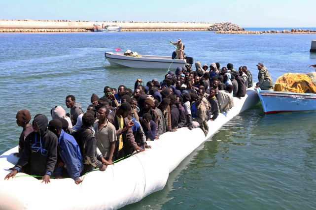 Un grand nombre de migrants africains ont été... (PHOTO MAHMUD TURKIA, AFP)
