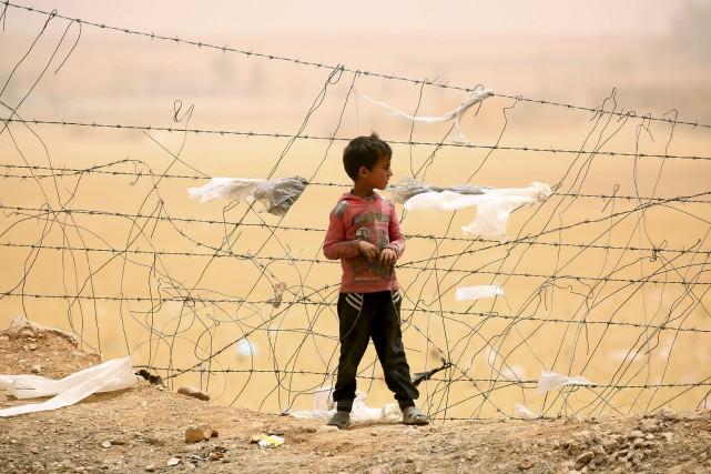 Des milliers d'enfants fuient la guerre en Syrie.... (AFP, DELIL SOULEIMAN)