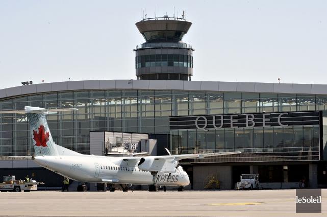 L'avion s'est finalement posé sans encombre à 12h50... (Photothèque Le Soleil, Patrice Laroche)