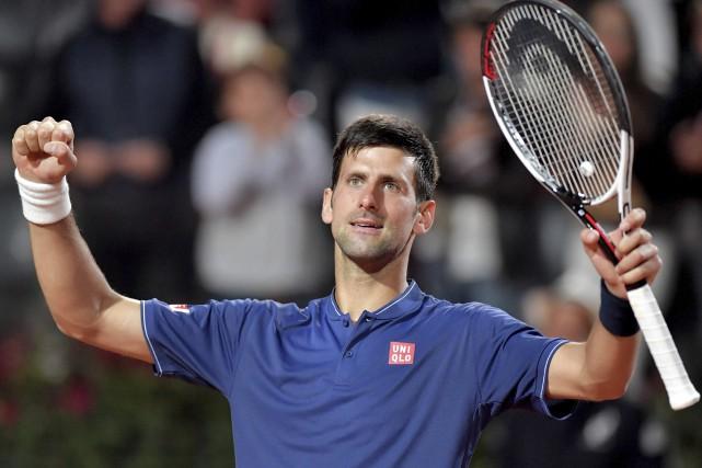 Après avoir remporté deux victoires samedi, Novak Djokovic... (AFP, Tiziana Fabi)