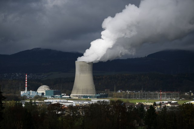 Une centrale nucléaire à Daeniken, en Suisse.... (Photo Fabrice Coffrini, archives Agence France-Presse)