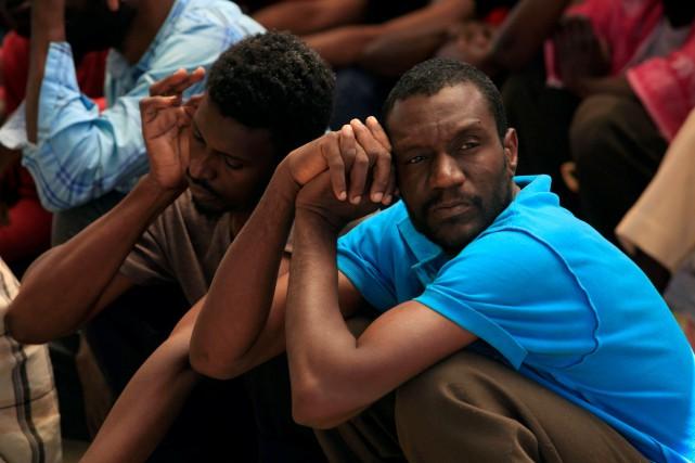 Des milliers de migrants sont détenus dans une... (Ismail Zitouny, REUTERS)