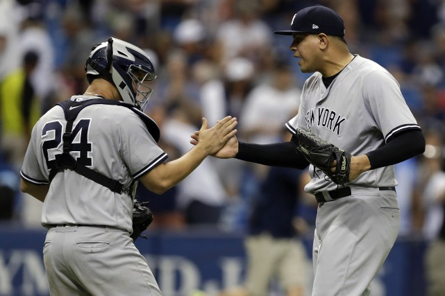 Dellin Betances et le receveur Gary Sanchez.... (Photo Chris O'Meara, AP)