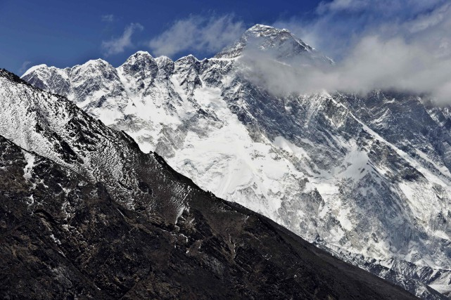 L'Everest... (PHOTO ROBERTO SCHMIDT, ARCHIVES AGENCE FRANCE-PRESSE)