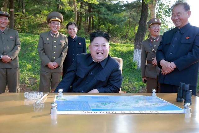 Le dirigeant nord-coréen Kim Jong-Un a supervisé le... (PHOTO AFP)