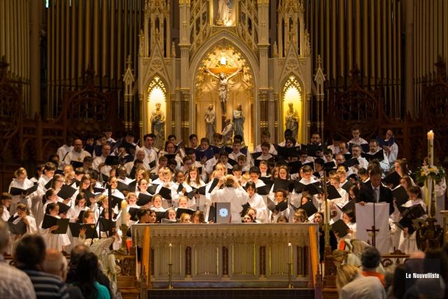 Les petits chanteurs ont notamment animé la messe... (Olivier Croteau, Le Nouvelliste)