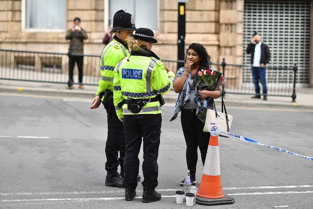 La sécurité avait été relevée près de l'Aréna... (AFP, Ben Stansall)