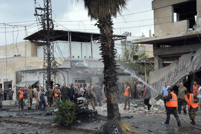 À Homs, l'explosion d'une voiture piégée près du... (AP)