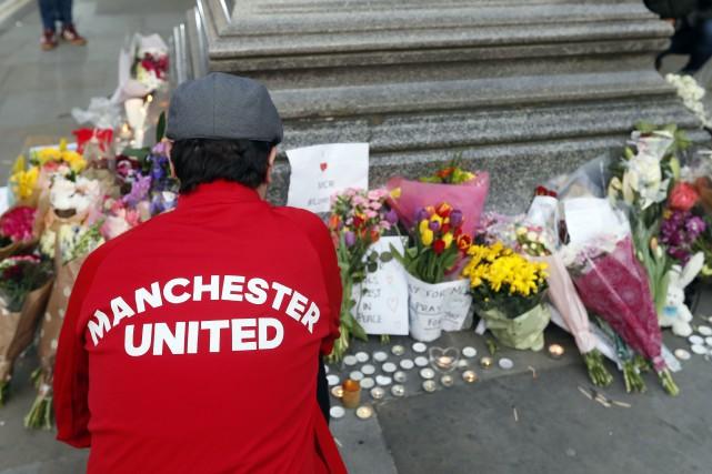L'attentat-suicide, revendiqué par le groupe État islamique et... (PHOTO AP)