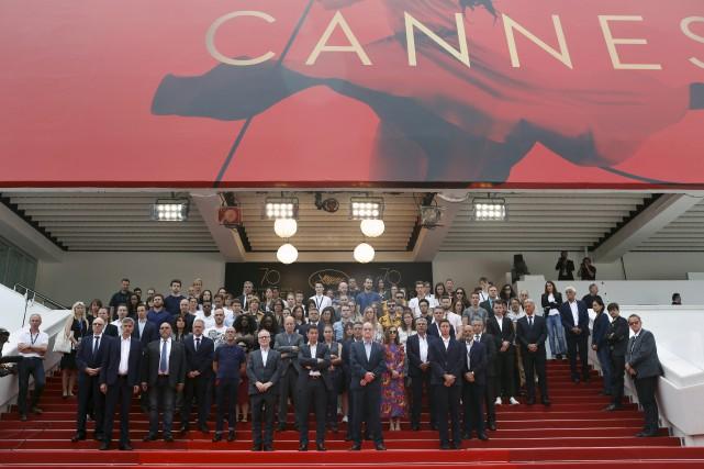 Des membres de l'organisation du Festival de Cannes... (AP, Thibault Camus)