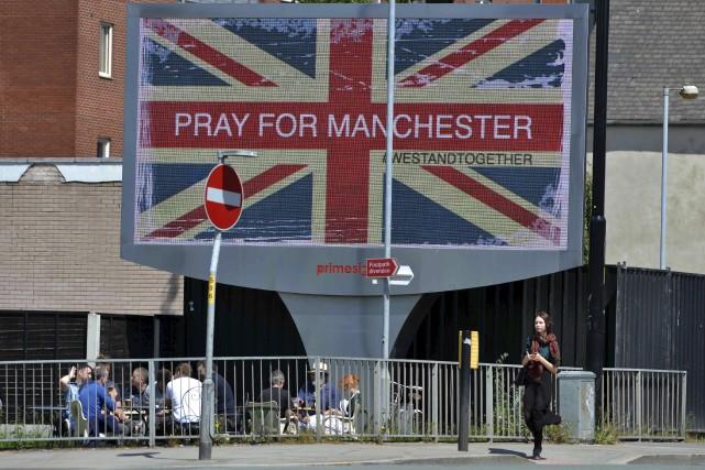 Les réactions publiques à la tragédie de Manchester... (Agence France-Presse)