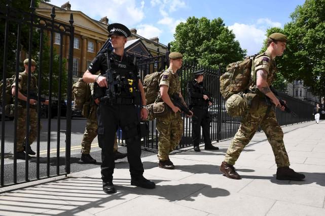 La sécurité a été renforcée mercredi autour de... (AFP, Justin TALLIS)
