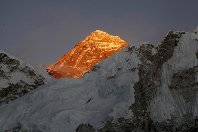 Les corps de quatre alpinistes ont été découverts dans une tente sur l'Everest,... (Photo Tashi Sherpa, archives Associated Press)