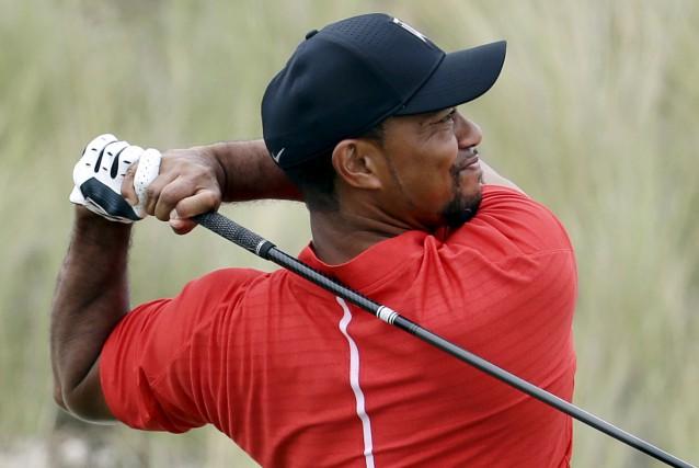 Tiger Woods, que l'on voit ici en décembre... (Archives AP, Lynne Sladky)