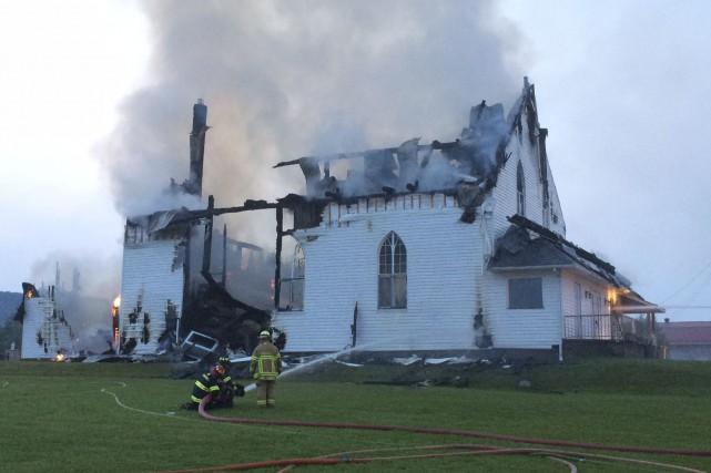 L'église centenaire de Saint-Sixte a été complètement rasée... (Archives, Le Droit)