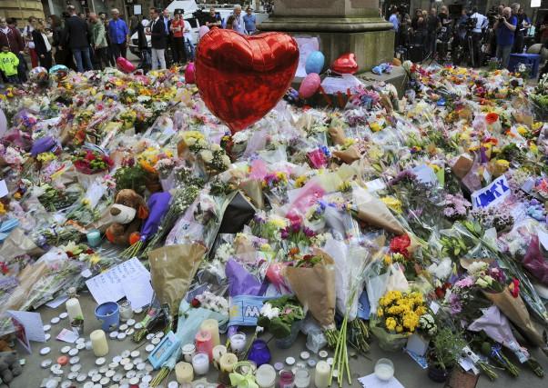 L'attentat qui a frappé Manchester lundi a fait... (AP, Rui Vieira)
