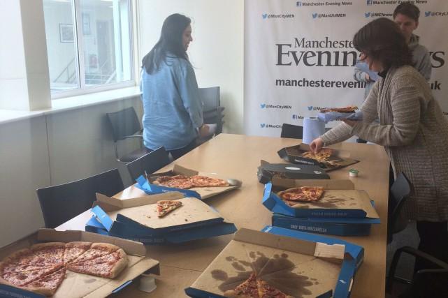 Le Boston Globe a fait parvenir une douzaine... (tirée du compte twitter du Manchester Evening News)