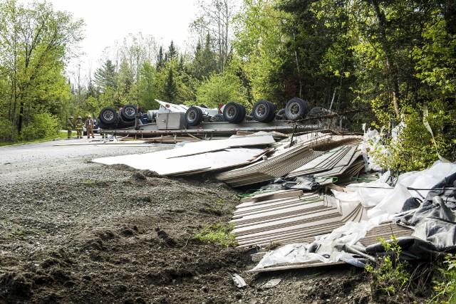 La perte de contrôle d'un camion de transport... (Spectre Média, Jessica Garneau)
